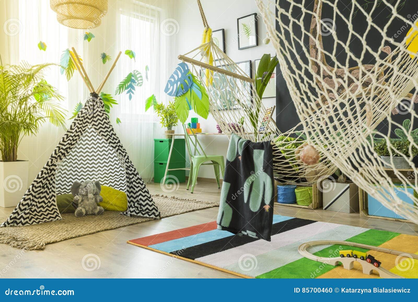 Stanza del gioco dei bambini con la tenda fotografia stock