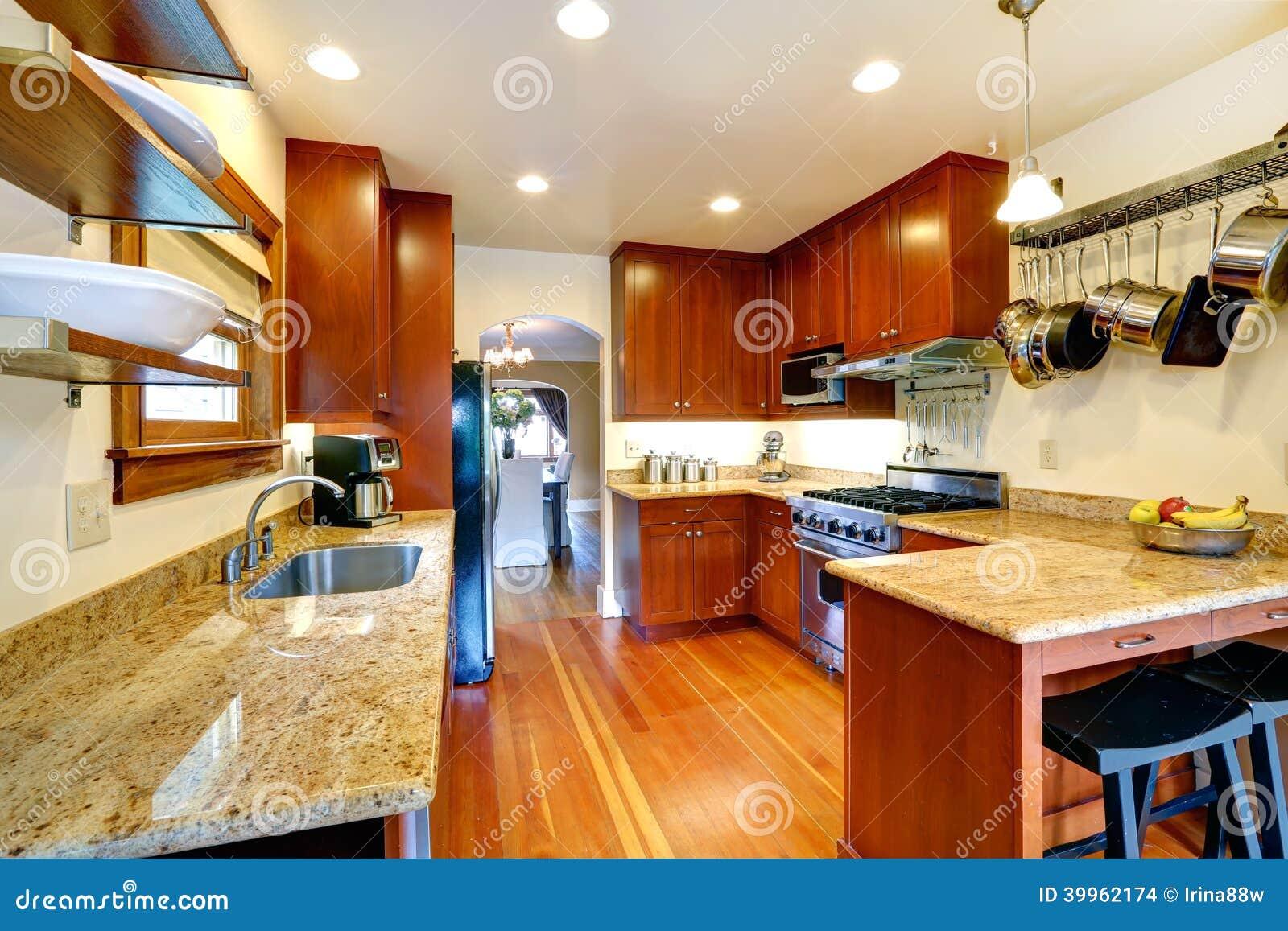 Stanza Della Cucina Con L\'arco Ad Area Pranzante Fotografia Stock ...