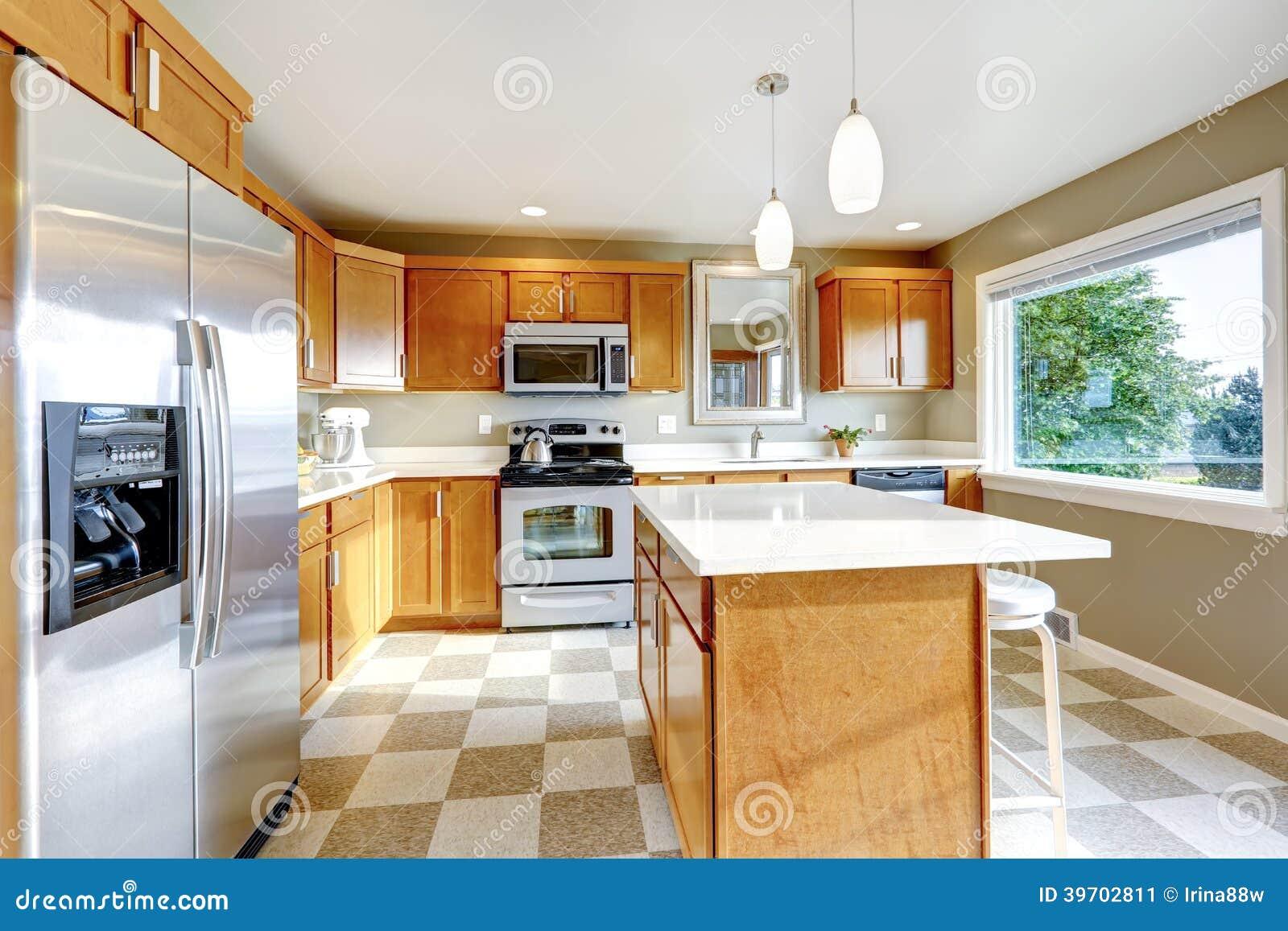 Lo Specchio In Cucina stanza della cucina con lo specchio immagine stock