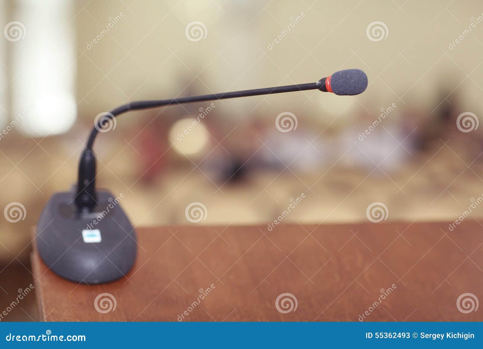 Stanza di discorsi con il microfono