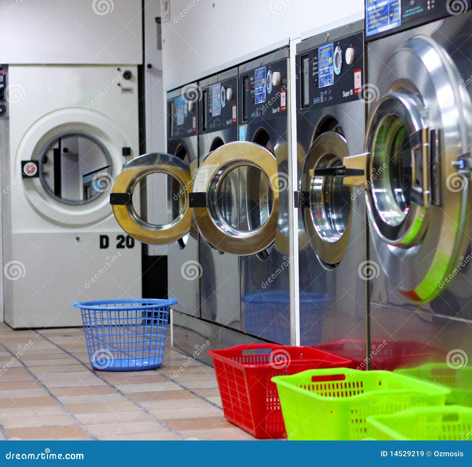Stanza di lavanderia moderna