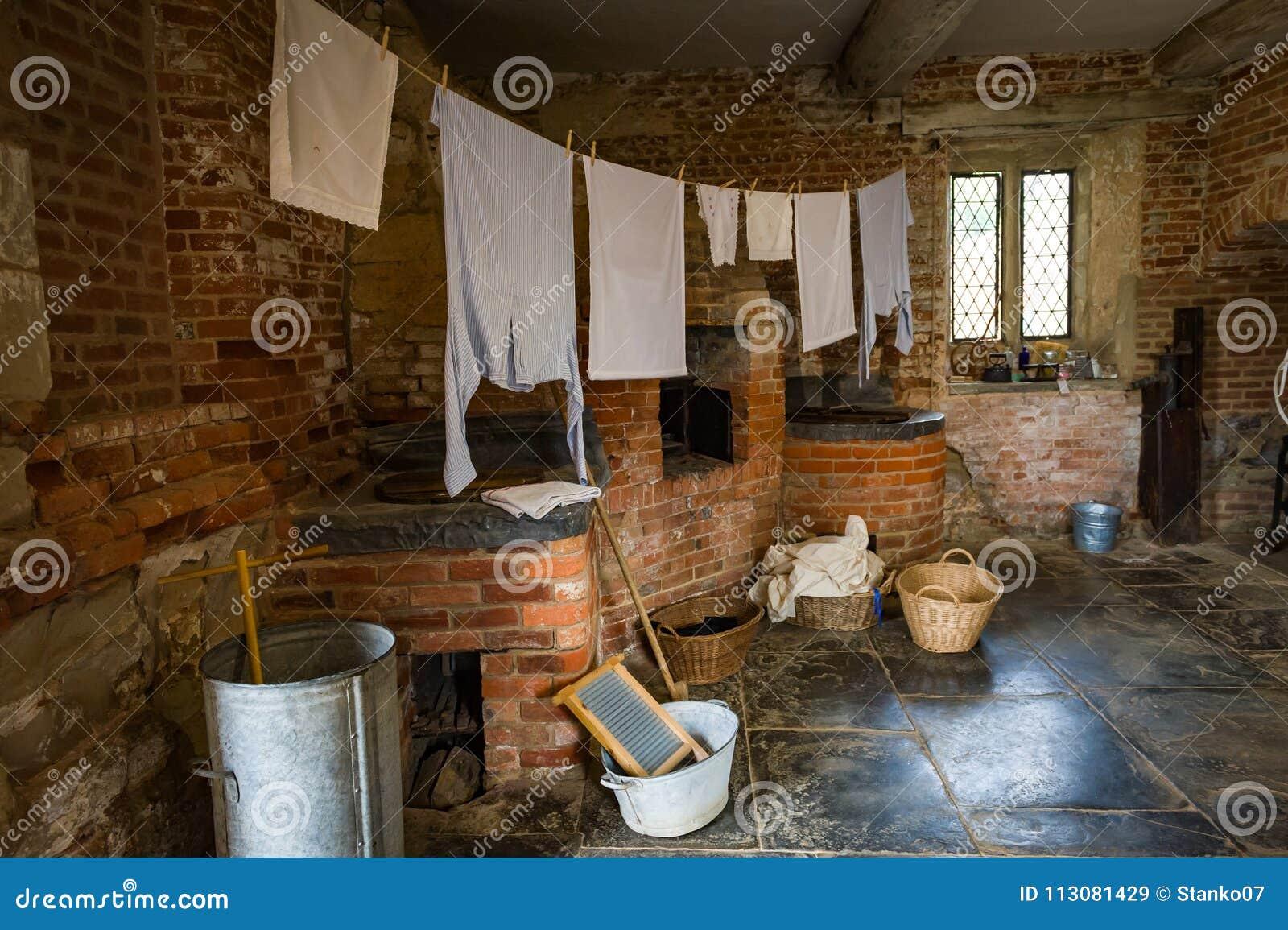 Stanza di lavanderia vittoriana con attrezzatura