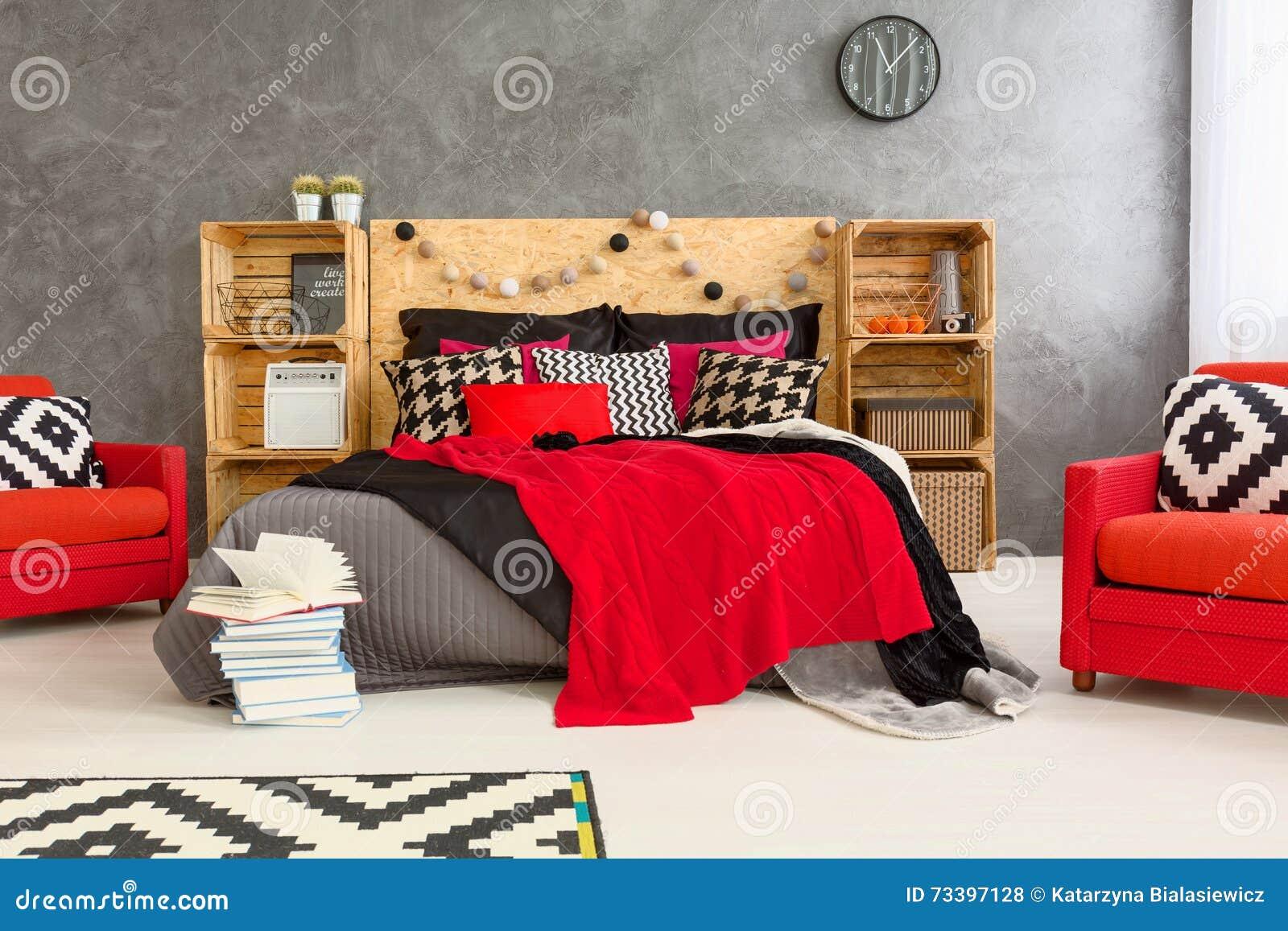 Stanza Grigia Rossa E Bianca Fotografia Stock Immagine Di Mensole Studio 73397128