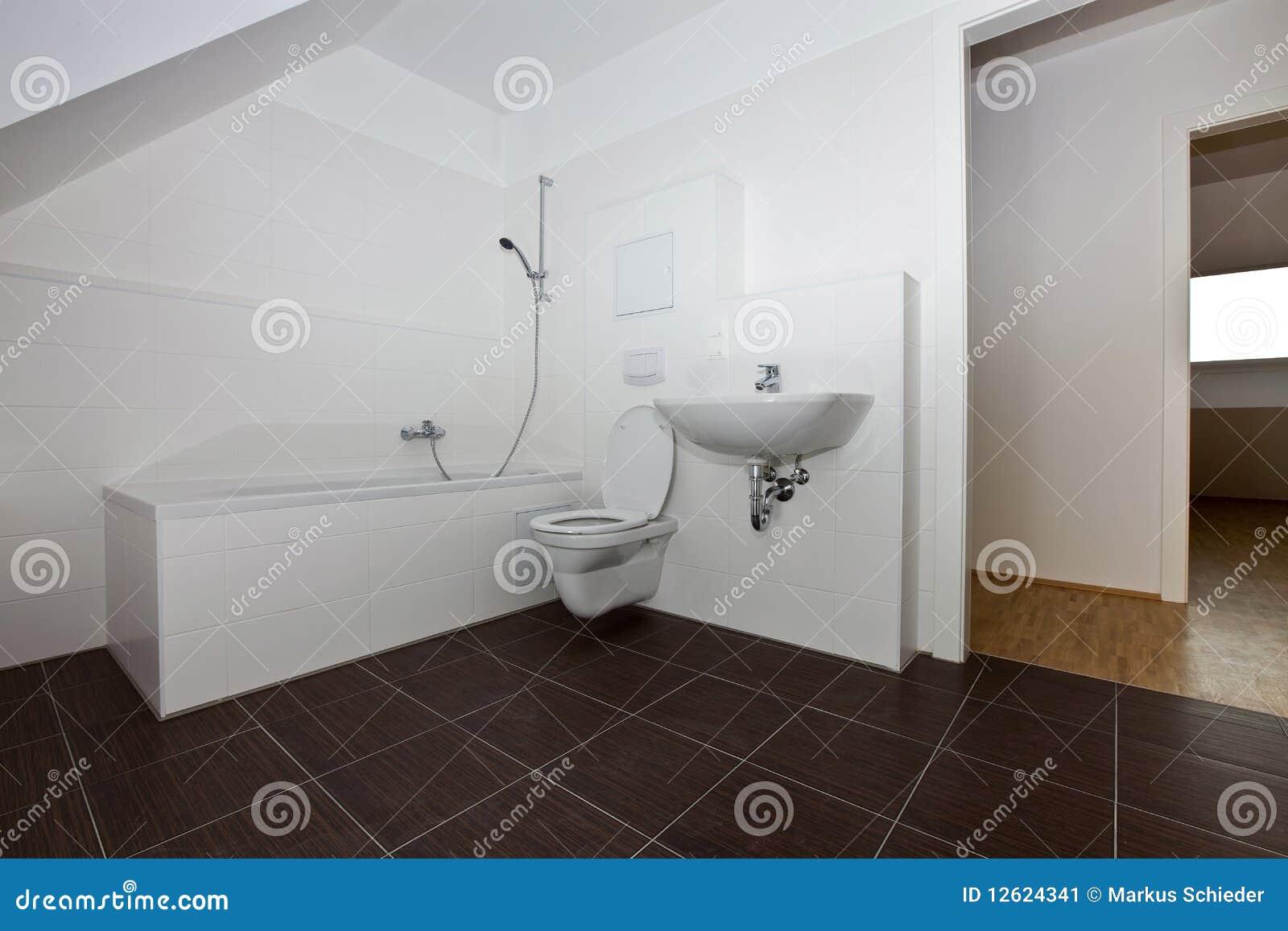 Stanza moderna del bagno
