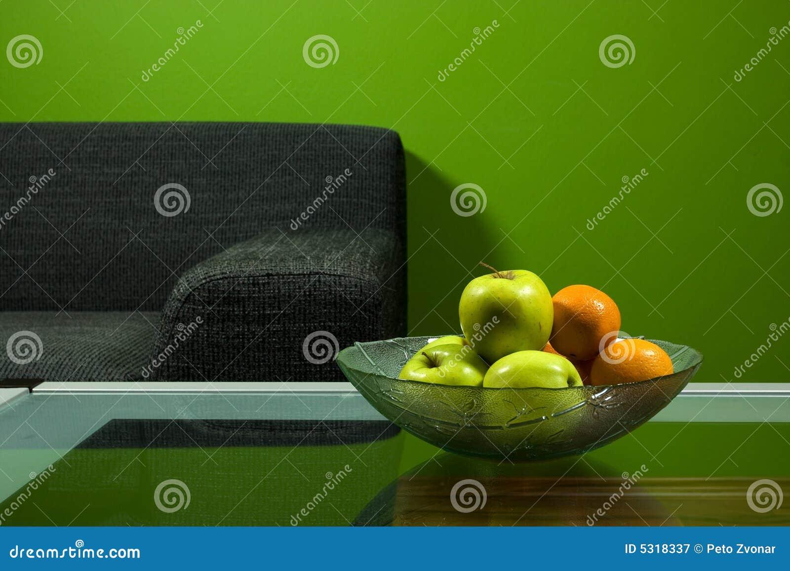 Download Stanza verde con il sofà immagine stock. Immagine di scrittorio - 5318337