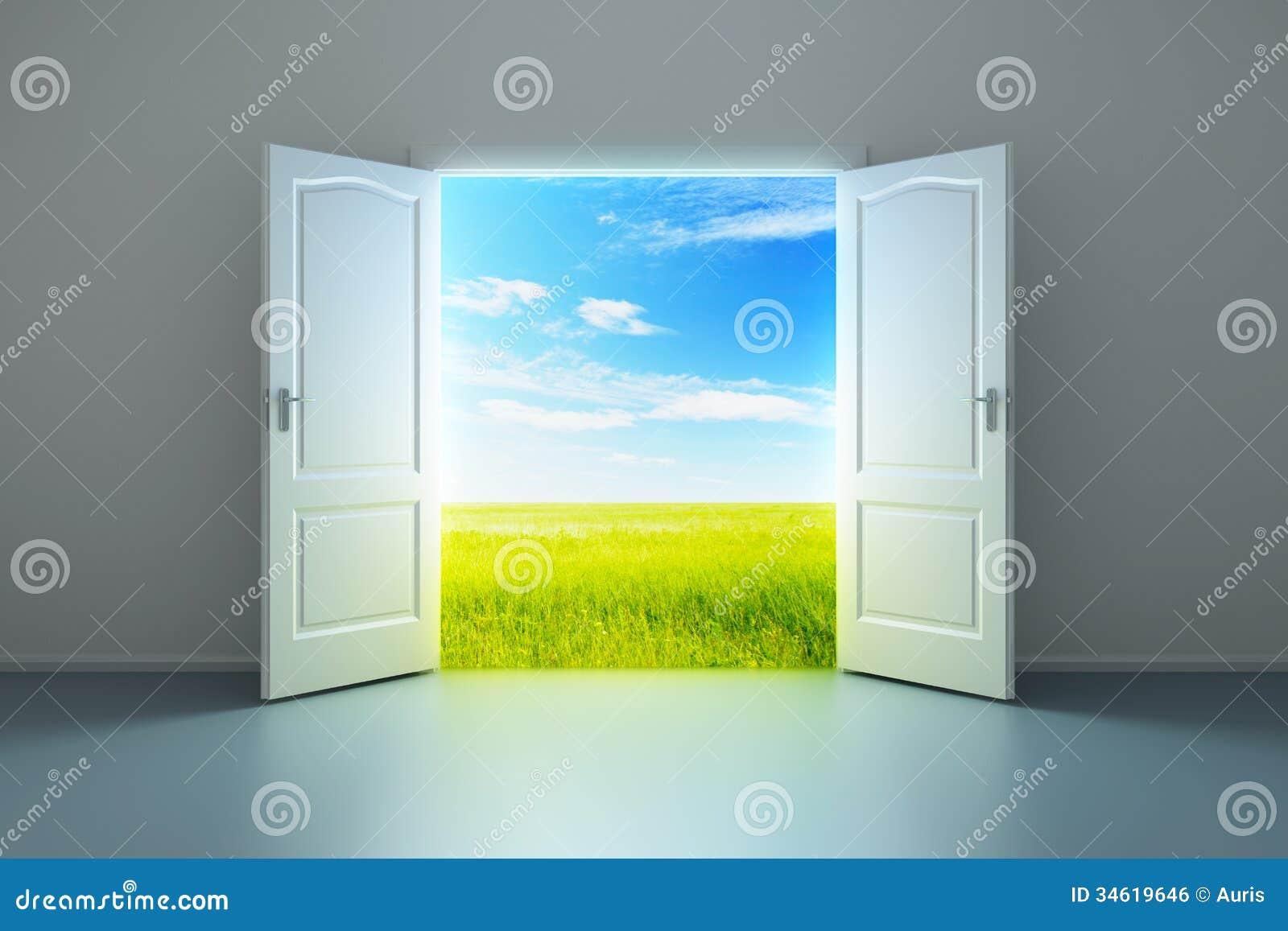 Stanza vuota bianca con la porta aperta immagine stock for Porta aperta