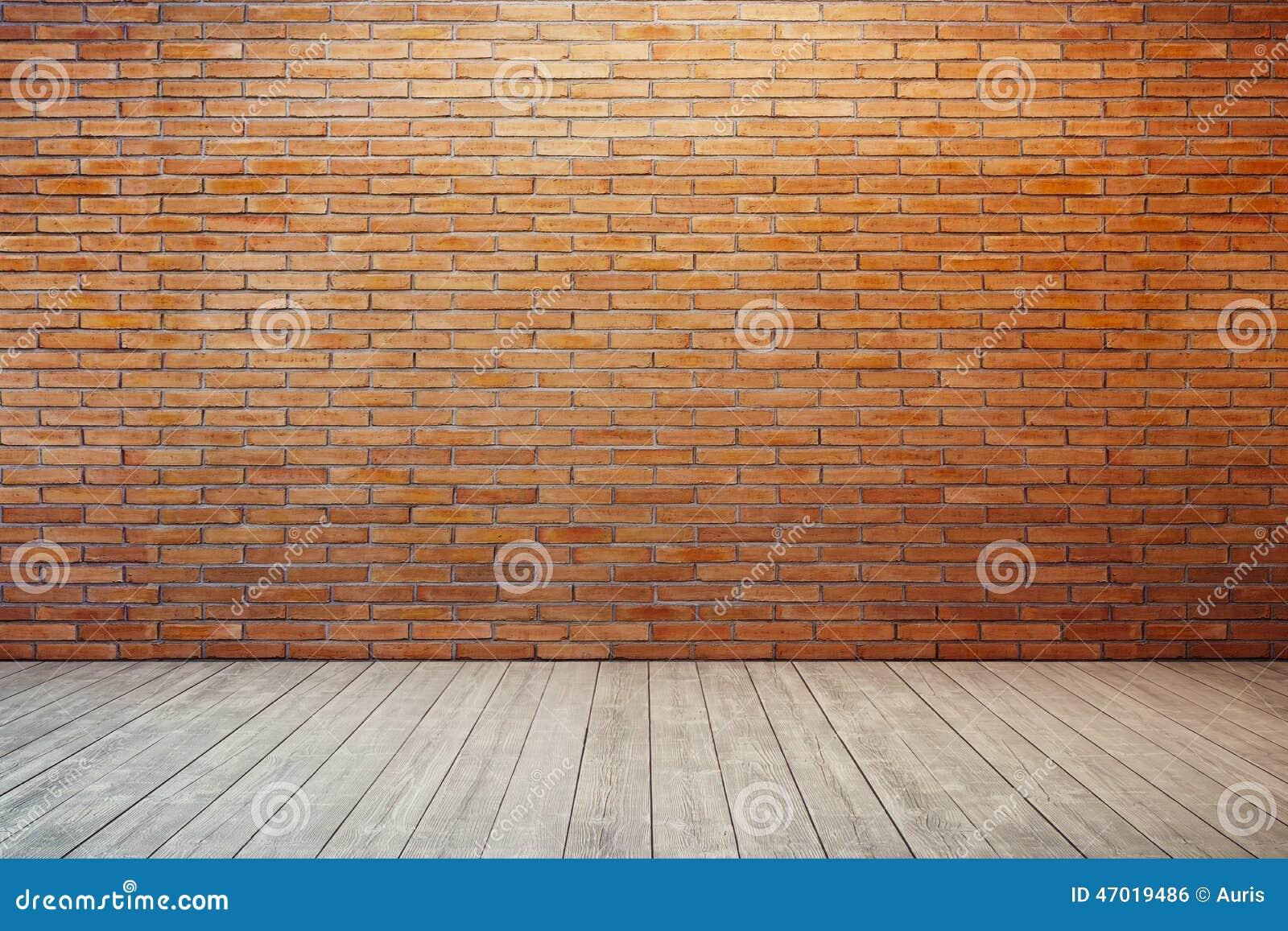 Stanza vuota con il muro di mattoni rosso
