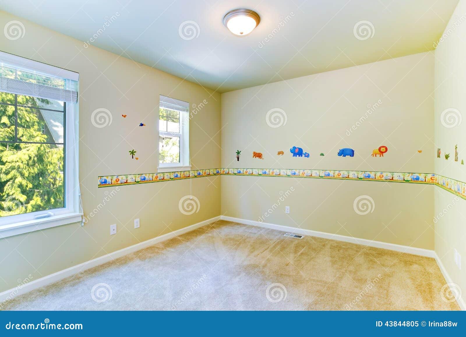 stanza vuota dei bambini con le pareti dipinte immagine