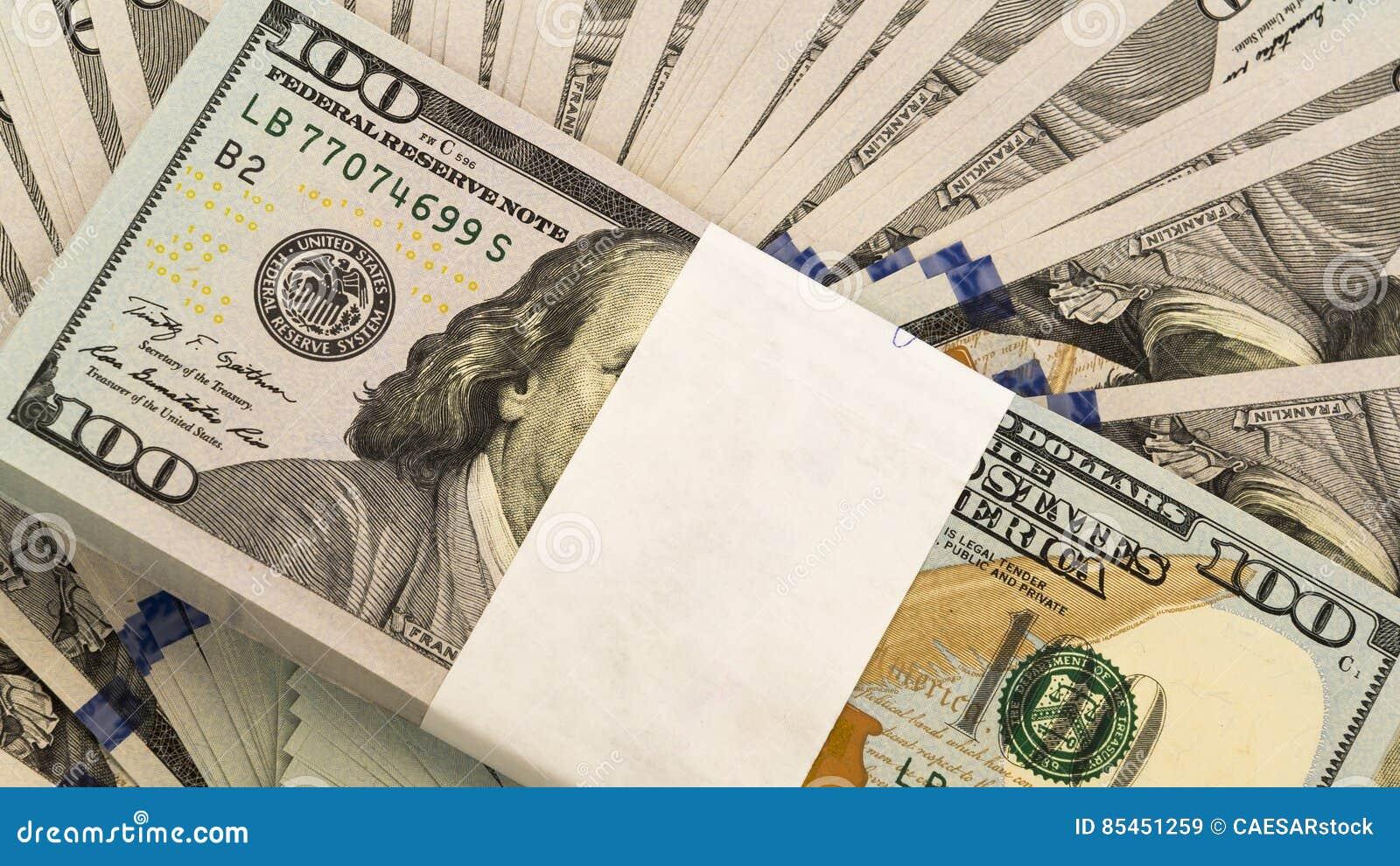 Stapel Geld in US-Dollars wechseln Banknoten ein