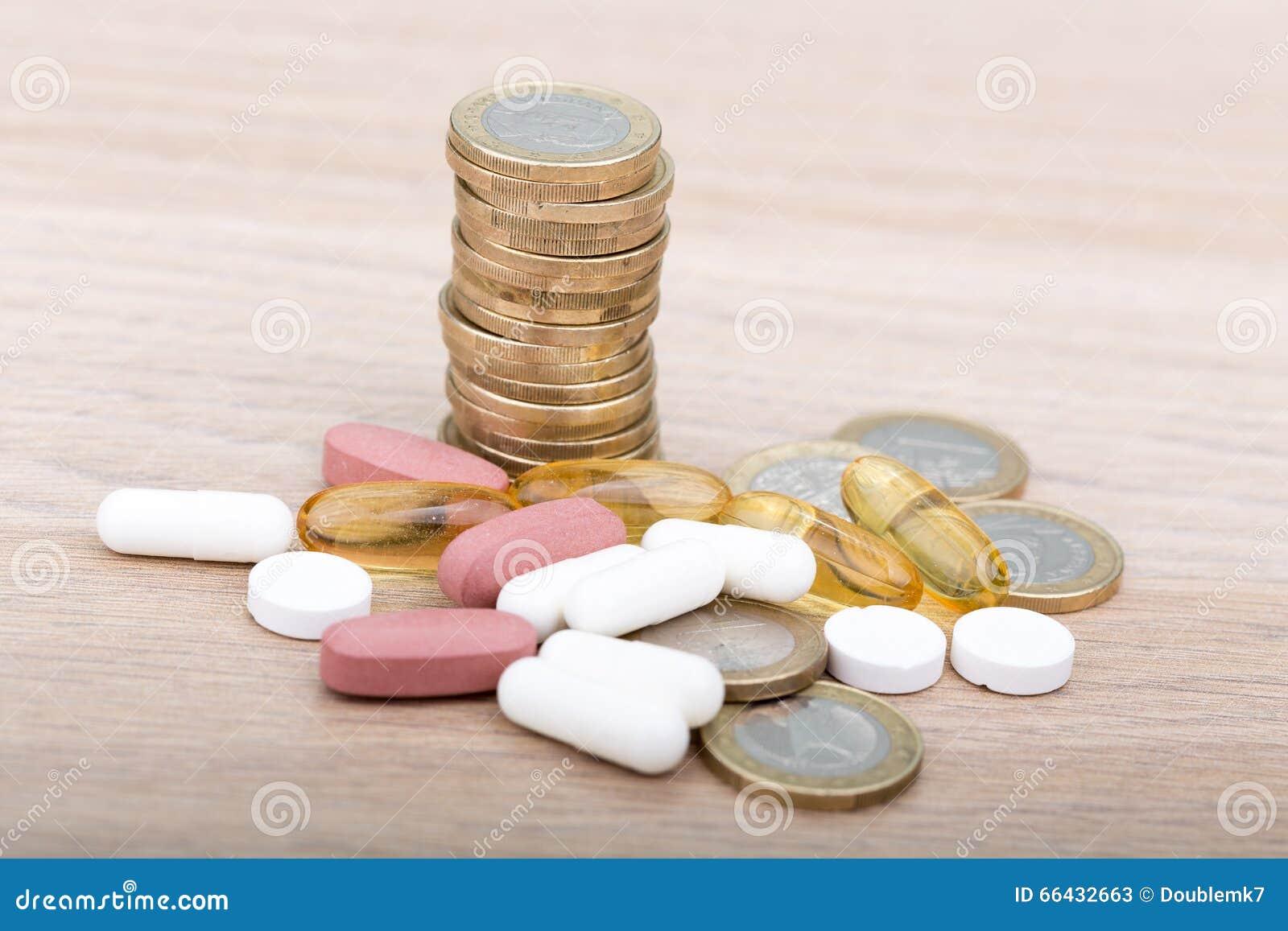 Stapel Münzen Zwischen Kapseln Und Pillen Stockbild Bild Von