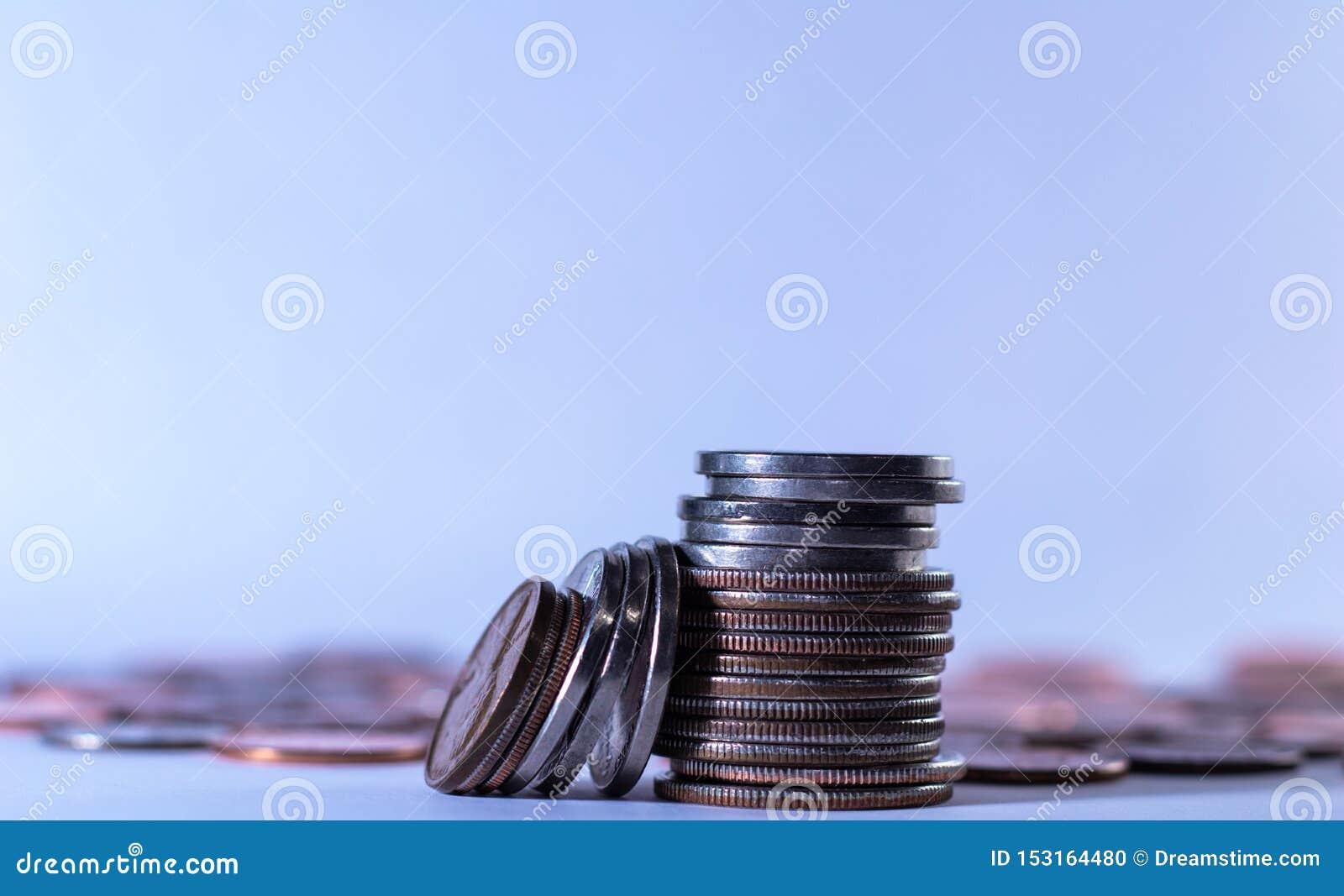Stapel muntstukken voor planning en economie