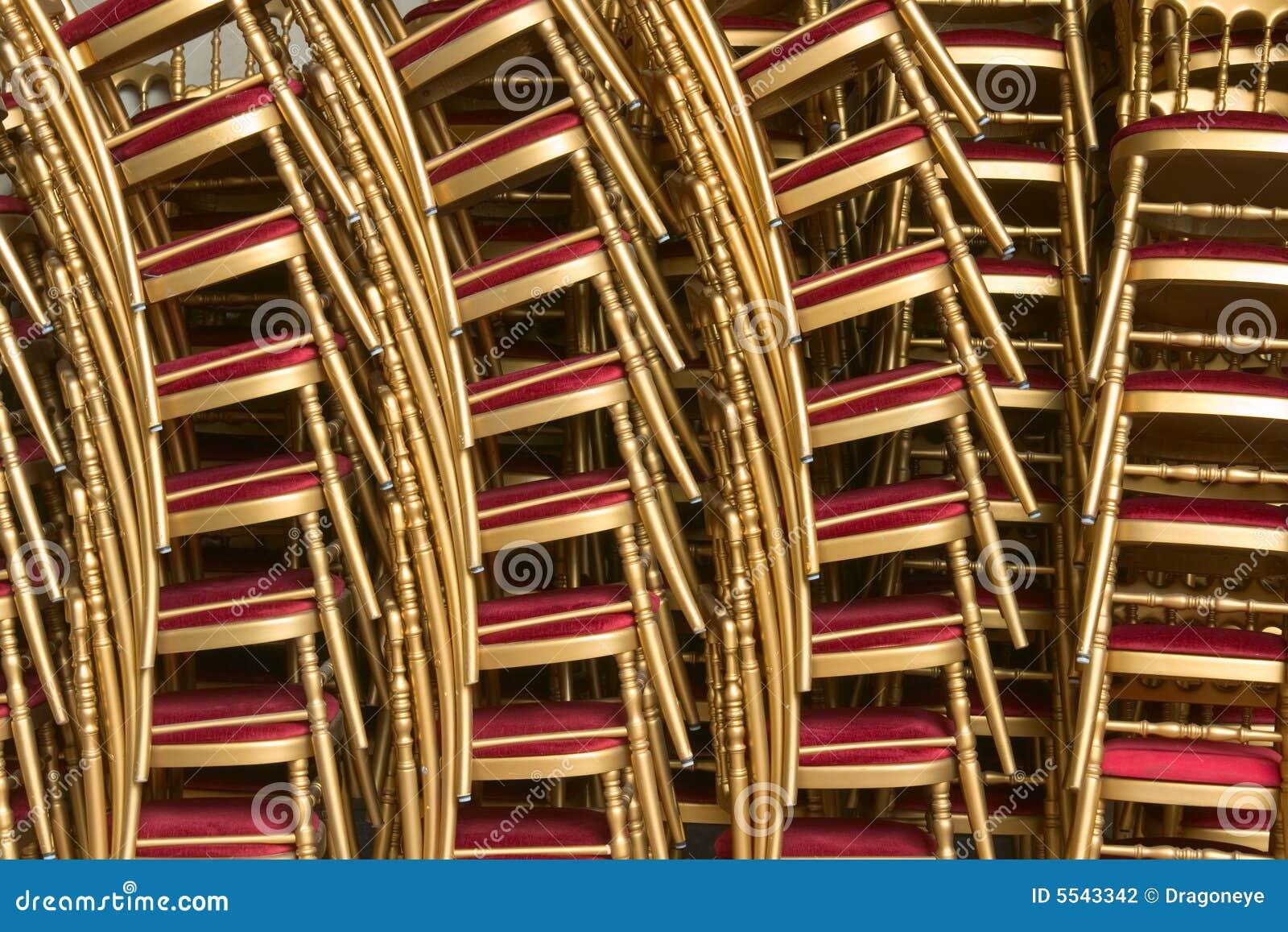 Stapel stoelen stock foto's– 613 stapel stoelen stock afbeeldingen ...