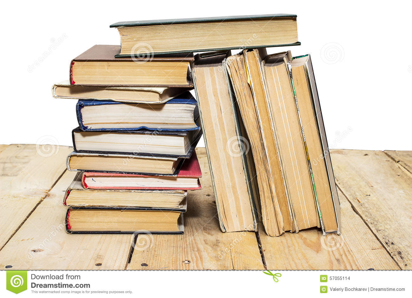 Stapel van boeken op een witte achtergrond