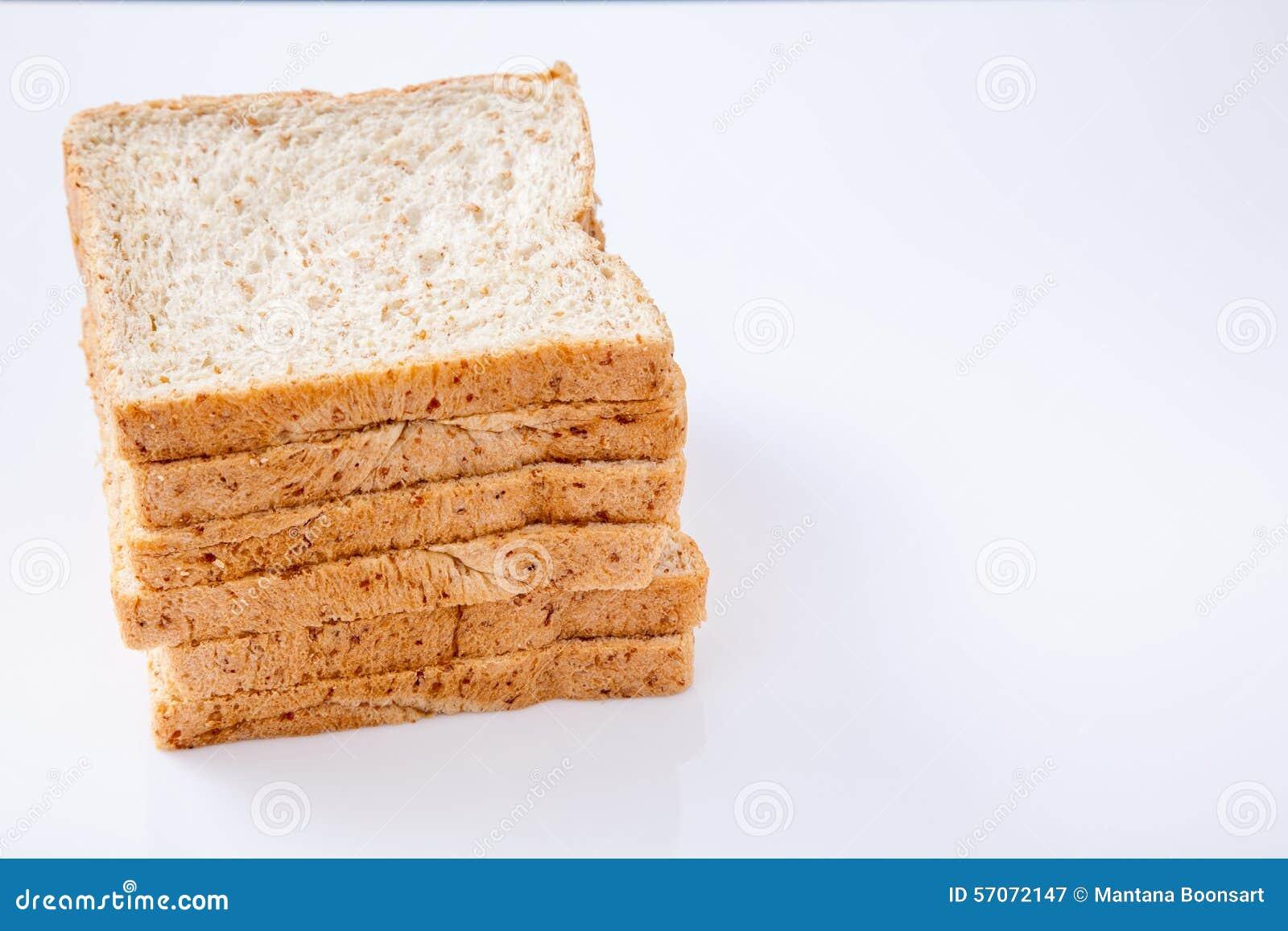 Stapel van brood van de plak het gehele tarwe