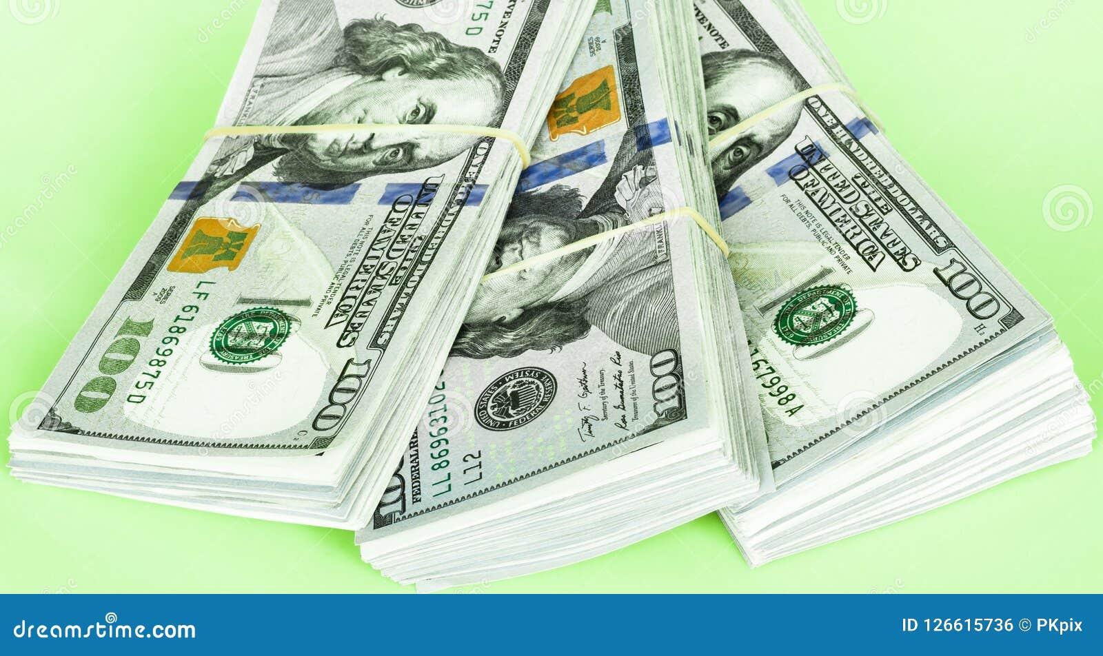 Stapel van de Rekeningen van Honderd Dollars
