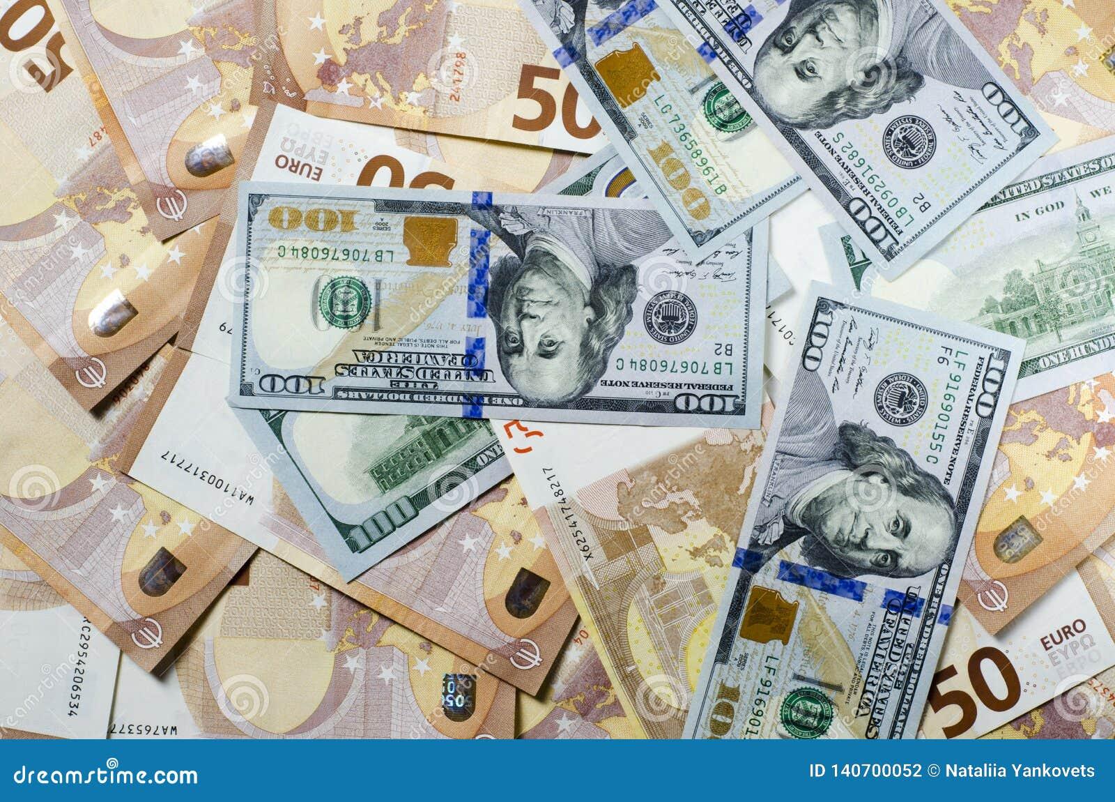 Stapel van 50 euro nota s Vele bankbiljetteneuro