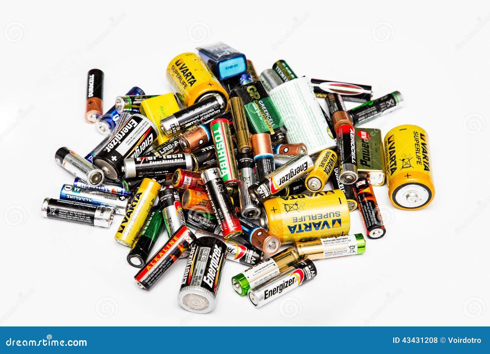Stapel van gebruikte batterijen
