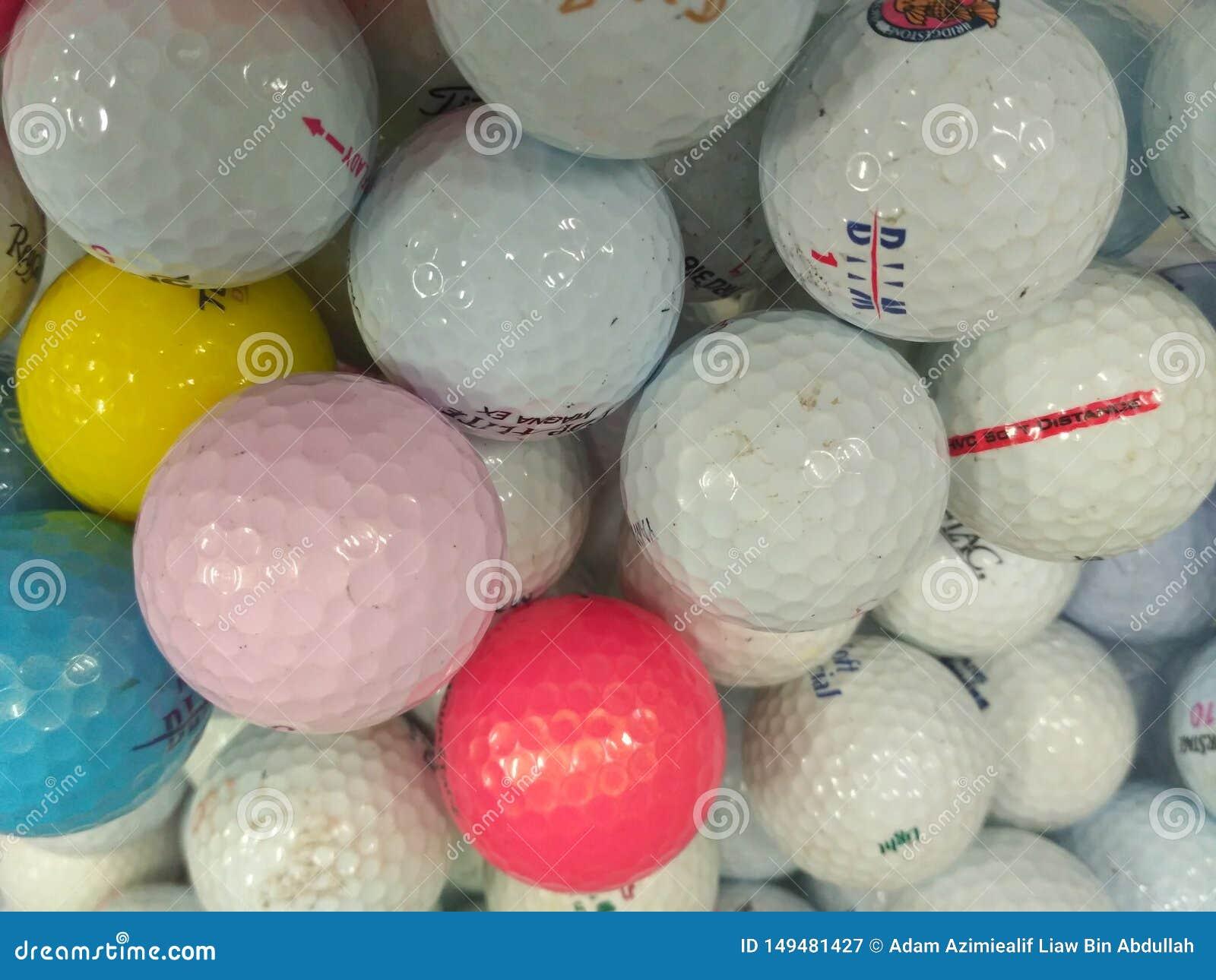 Stapel van gebruikte golfbal