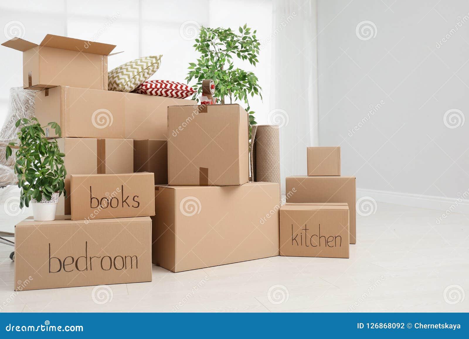 Stapel van het bewegen van dozen