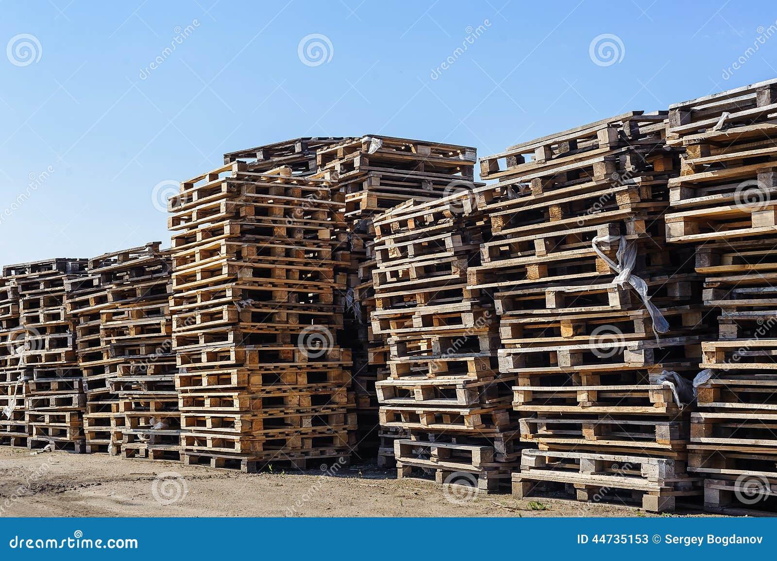 Stapel van houten pallet stock foto afbeelding 44735153 - Foto houten pallet ...