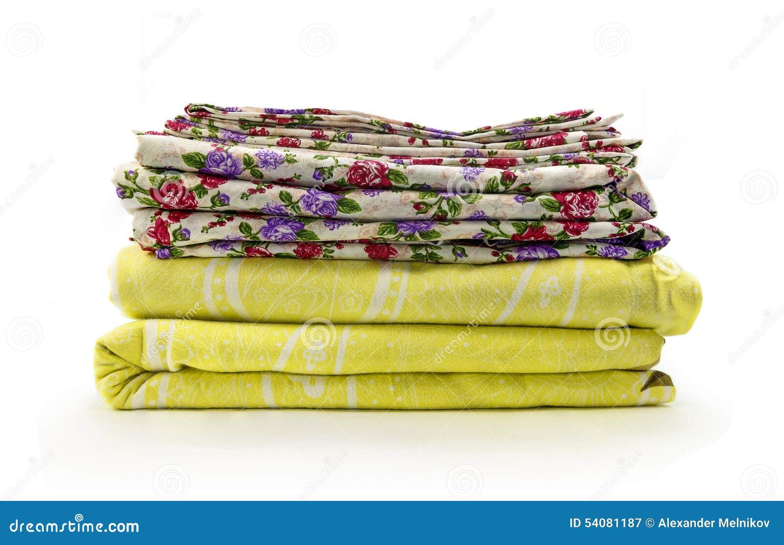 Stapel van linnen op een witte achtergrond