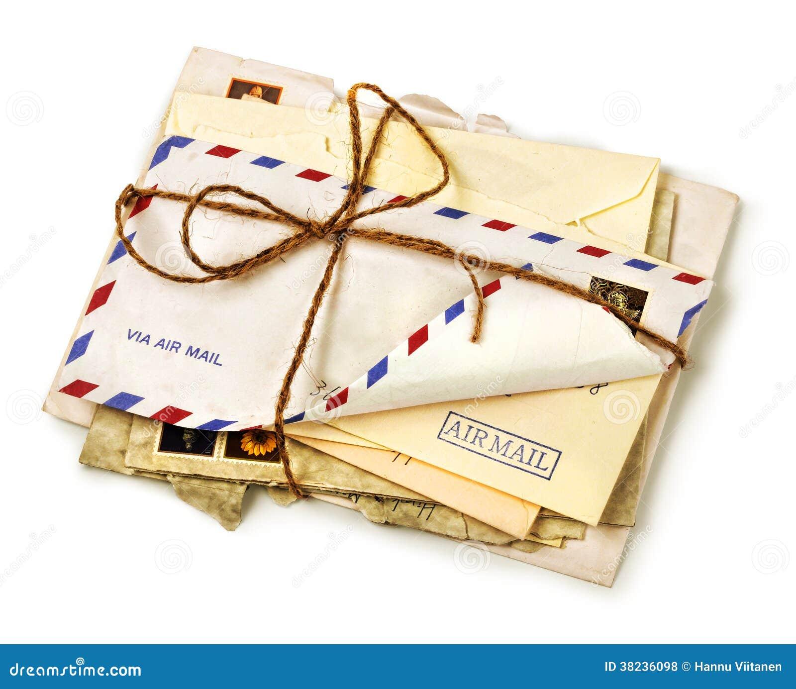 Stapel van oude luchtpostbrieven