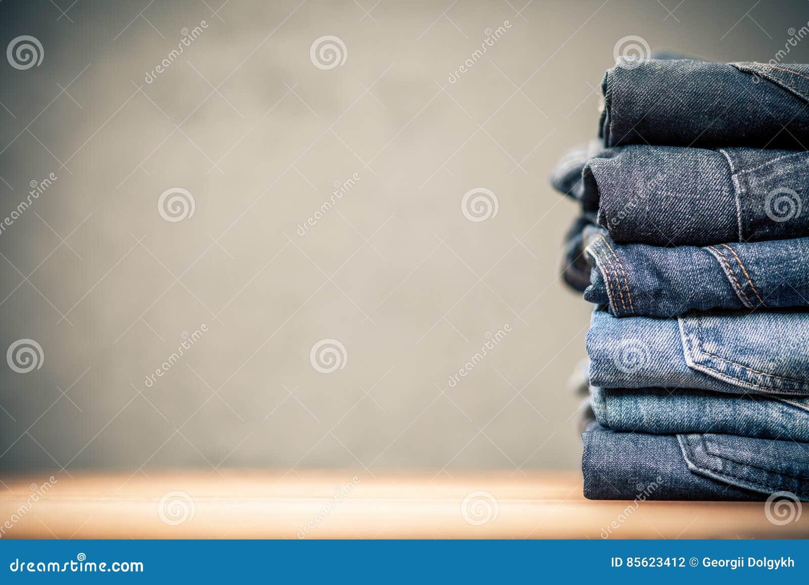 Stapel von Jeans