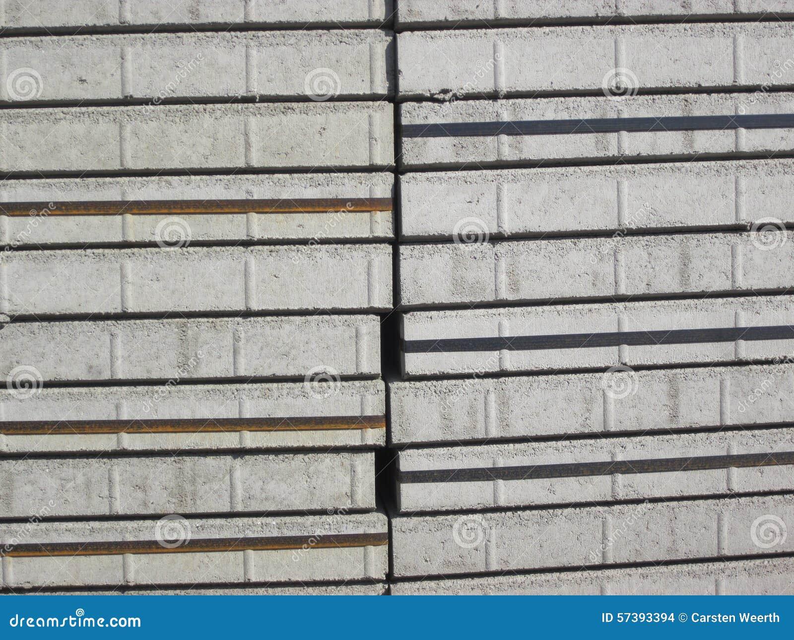 Stapels grijze pleisterstenen
