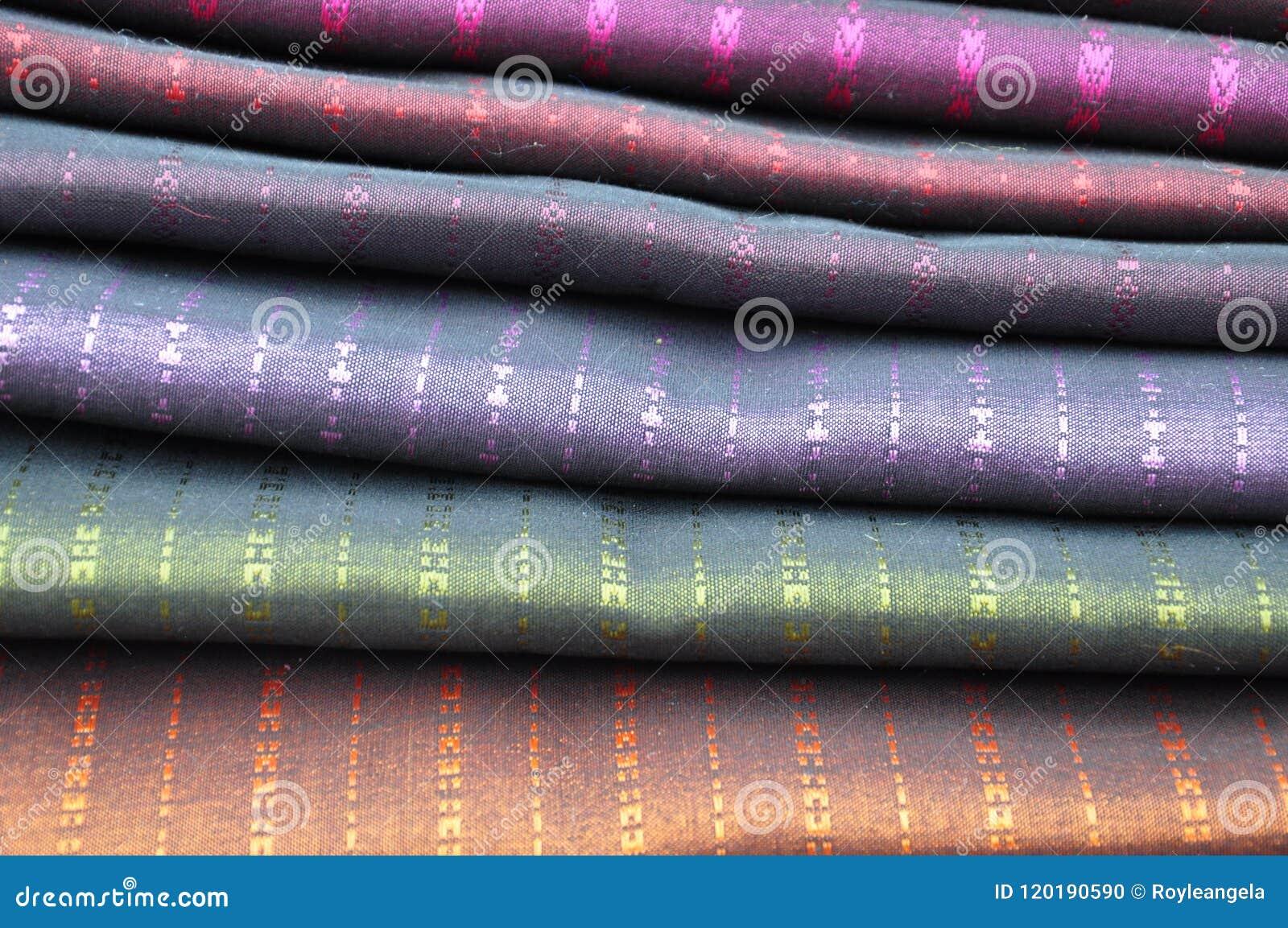 Stapels van de sjaals van zijdepashmina