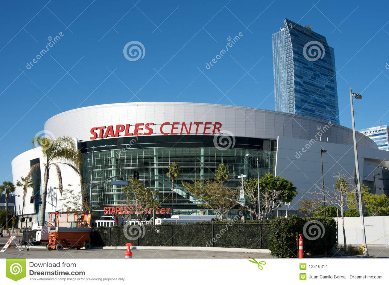 Staples center in los angeles editorial stock image for Staples bernal