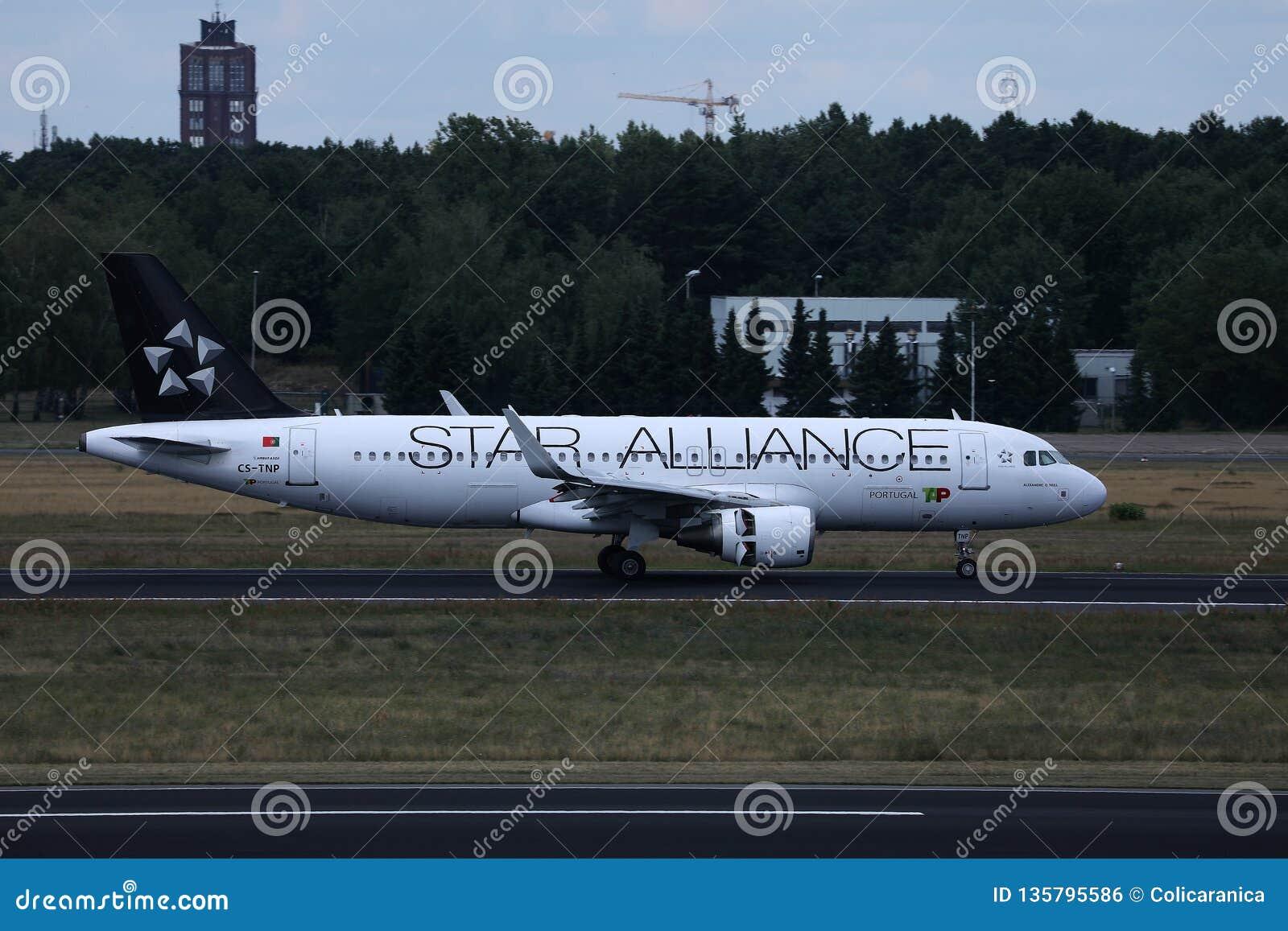Star Alliance KLAPPAir Portugal nivå som gör taxien på landningsbana