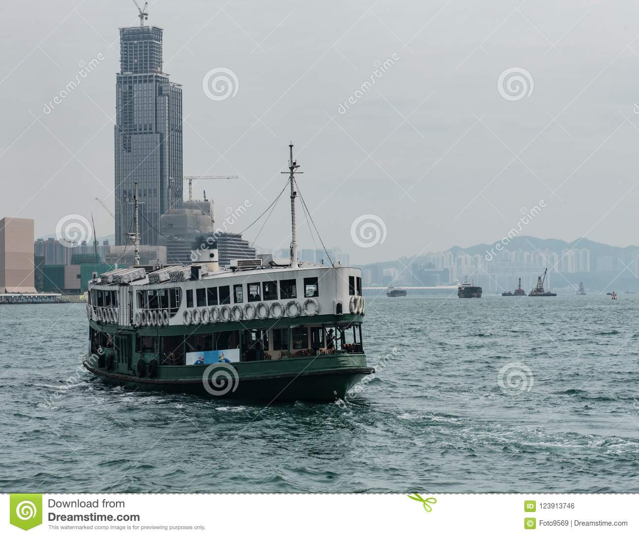 Star a doca do ferryboat no cais de Victoria Harbor