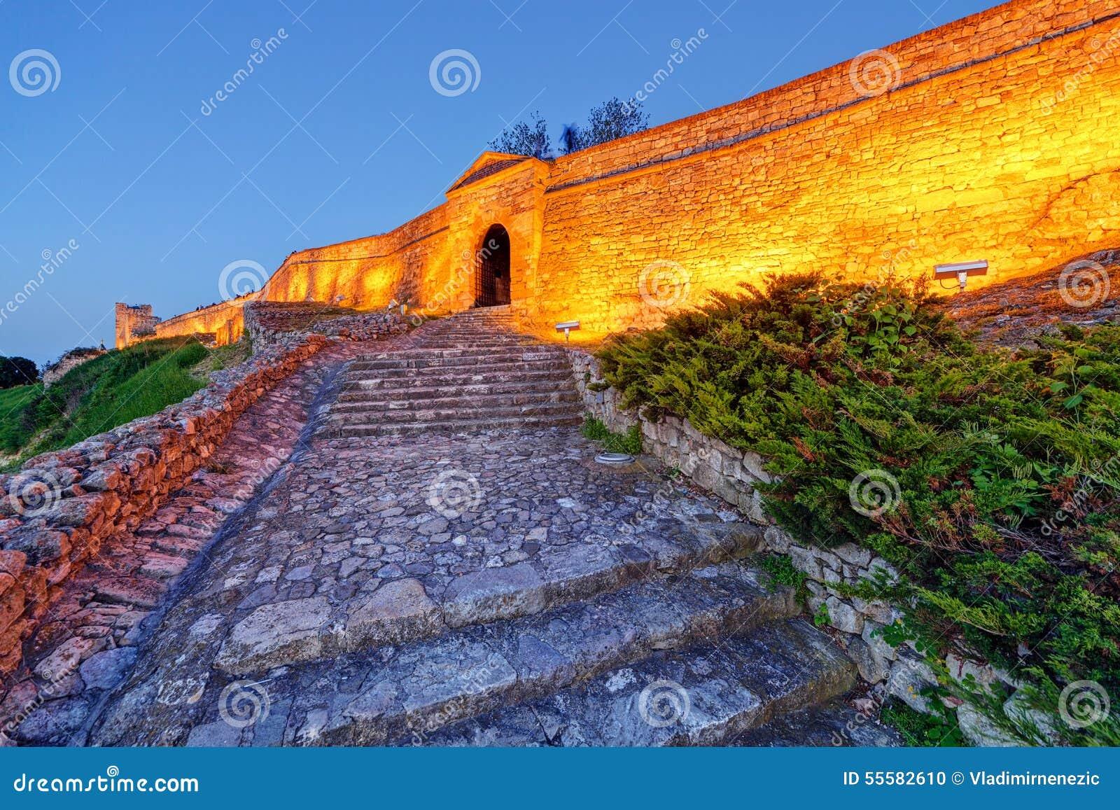 Stara brama i schodki przy Belgrade fortecą