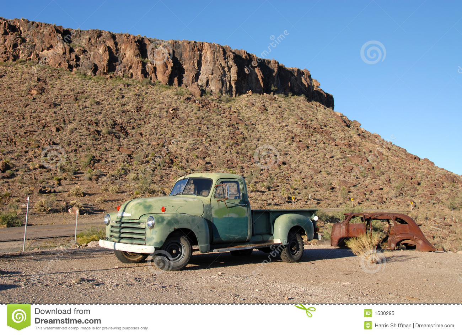 Stara ciężarówka.