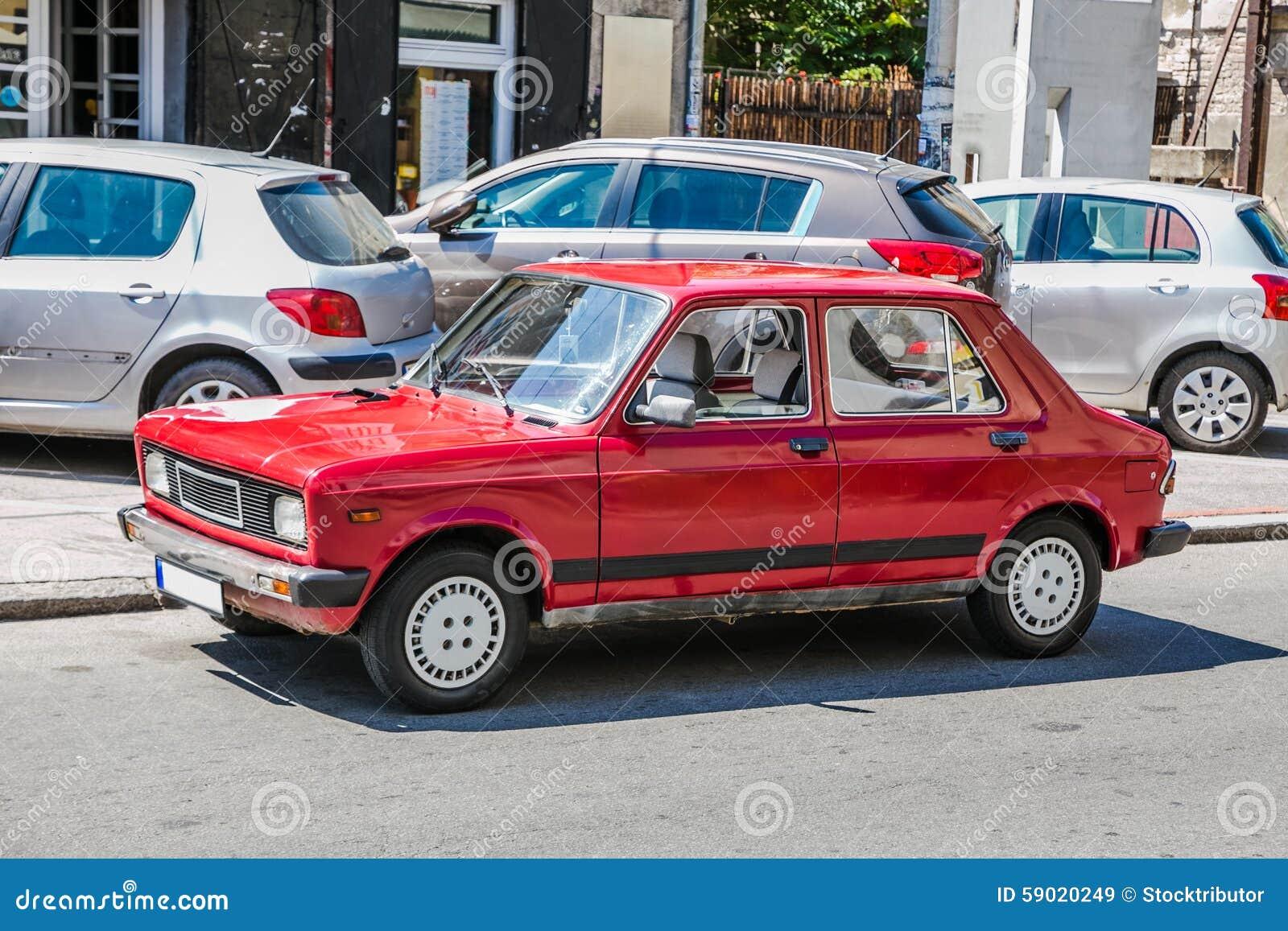 Stara czerwona drogowa