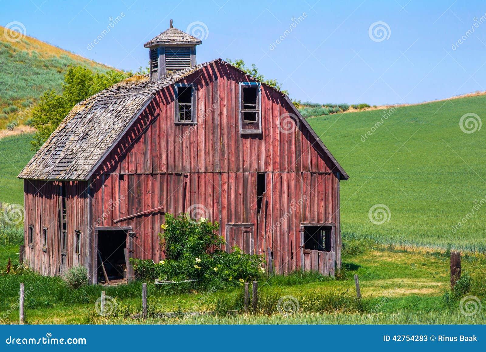 Stara czerwona stodoła
