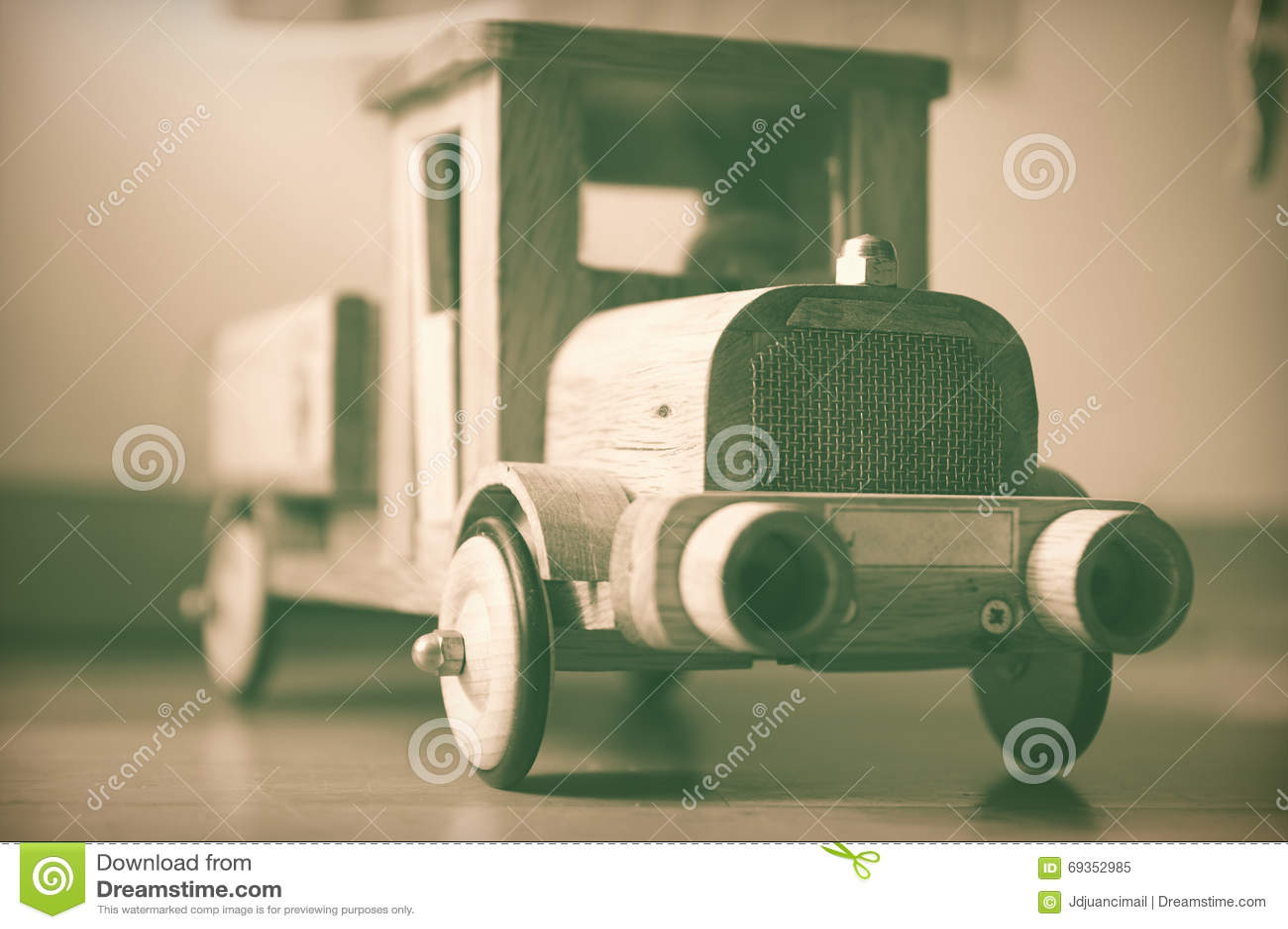 Stara drewniana ciężarówki zabawka