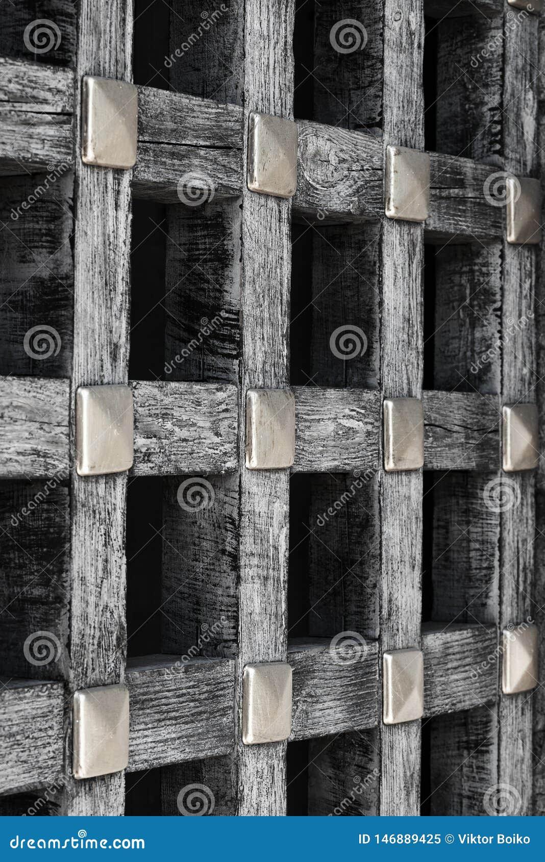 Stara drewniana kratownica we wnętrzu kasztelu