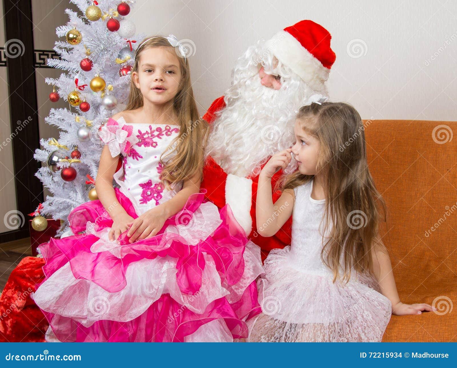 Stara Dziewczyna Siedzi Na Podołku święty Mikołaj I Mówi