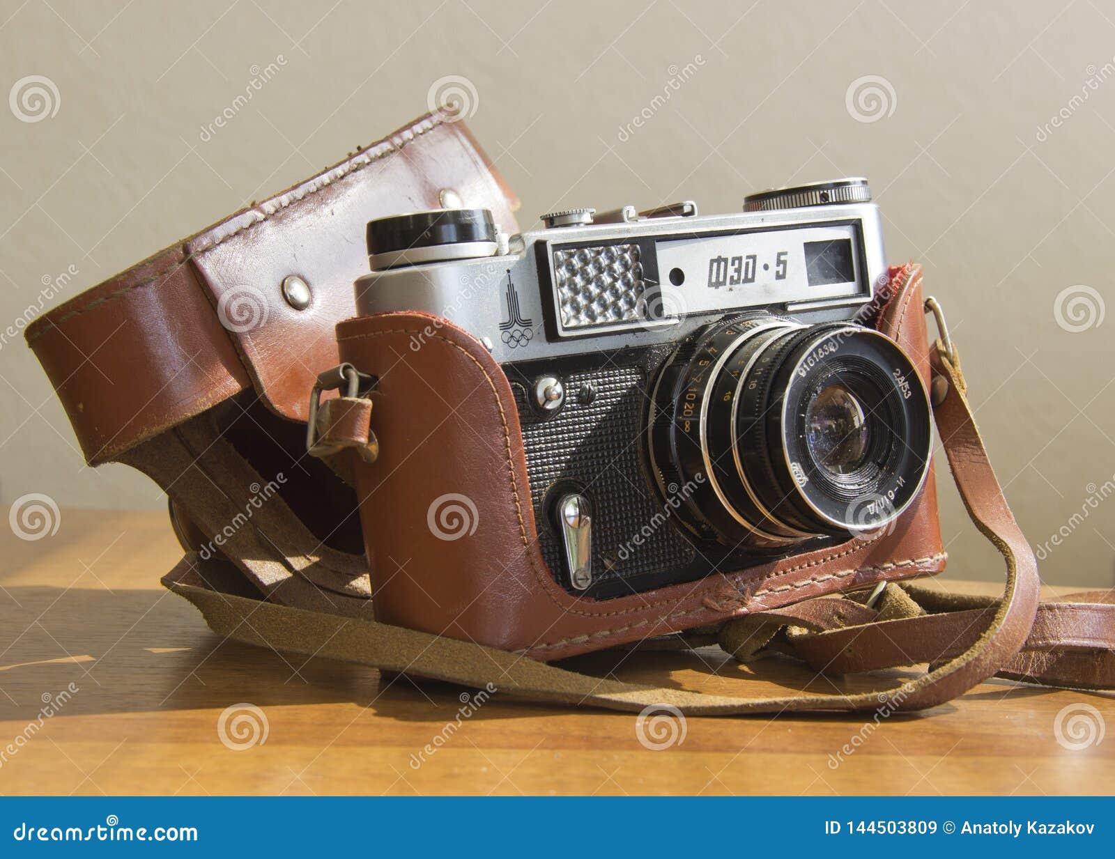 Stara ekranowa kamera na stole
