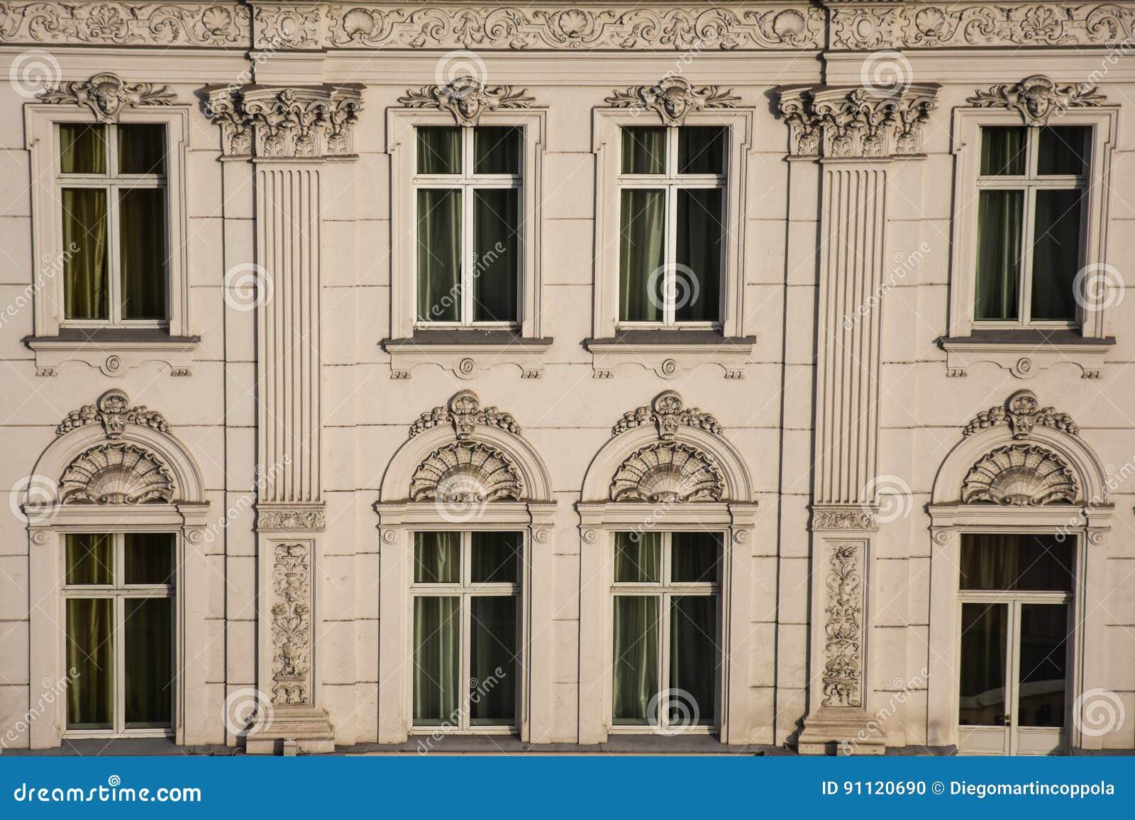 Stara Fasada Budynku Zdjecie Stock Obraz Zlozonej Z Ulga 91120690