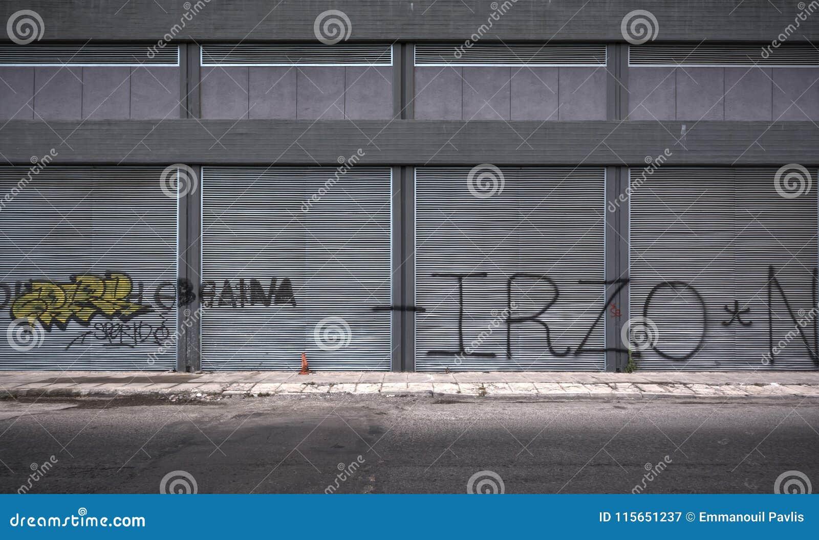 Stara grunge getta ulica przy Piraeus, Grecja