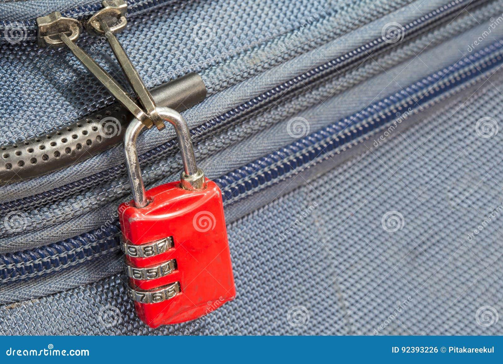 Stara kłódki ochrona 3 kombinacj podróży błękitna walizka z policjantem