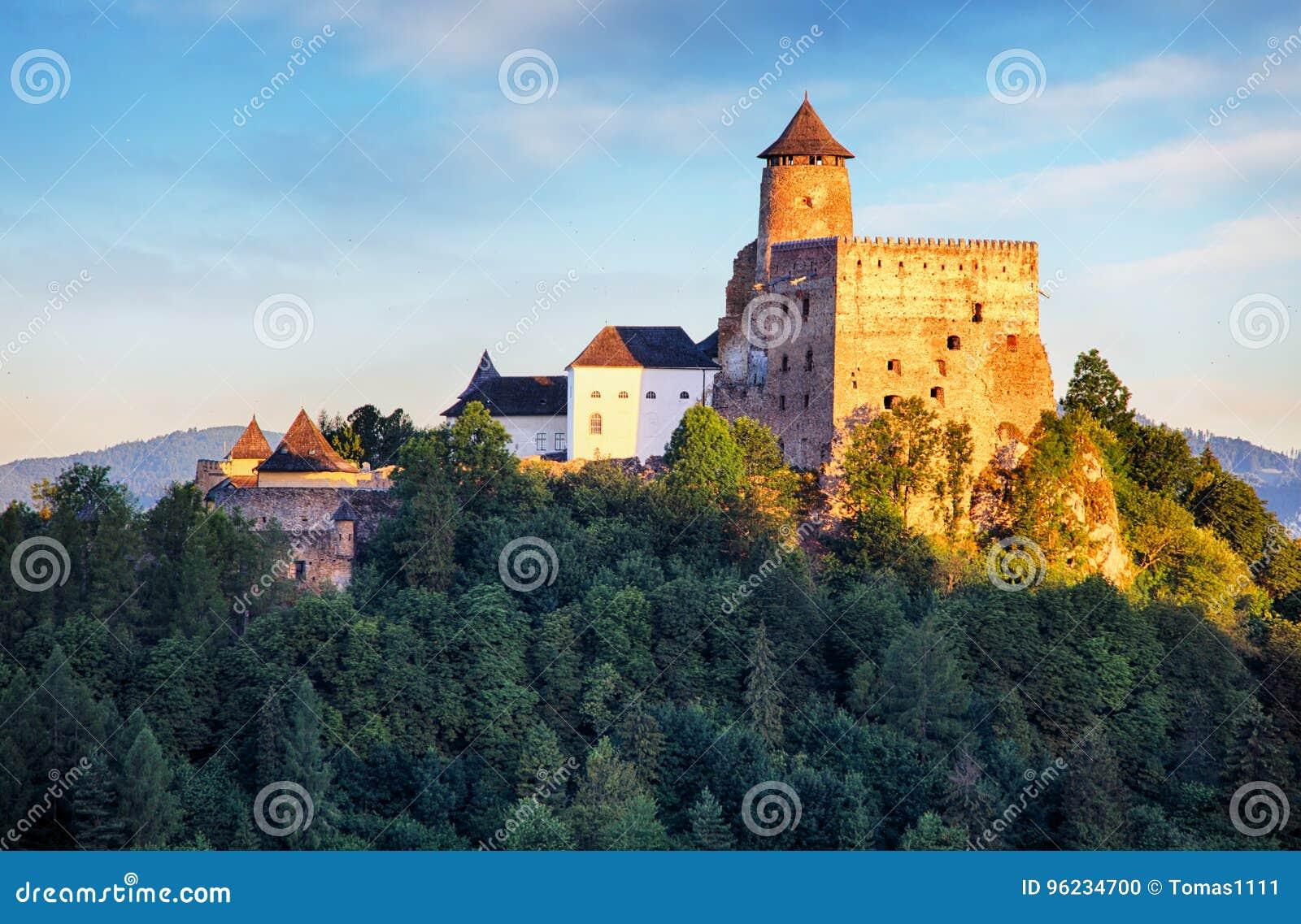 Stara Lubovna slott i Slovakien, Europa gränsmärke