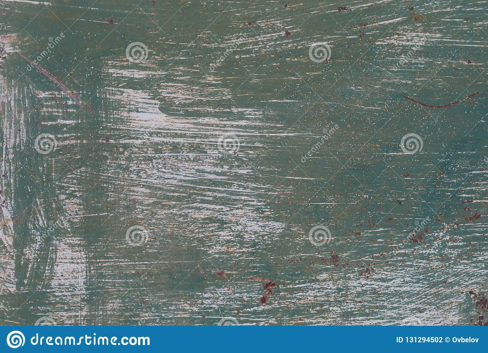 Stara metal powierzchnia malująca z zieloną farbą z uderzeniami biała farba