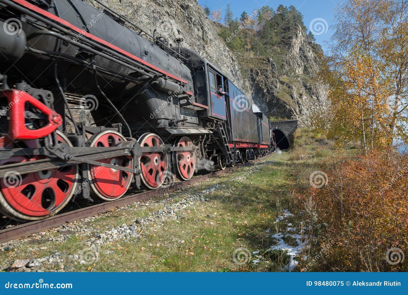 Stara parowa lokomotywa w Baikal kolei