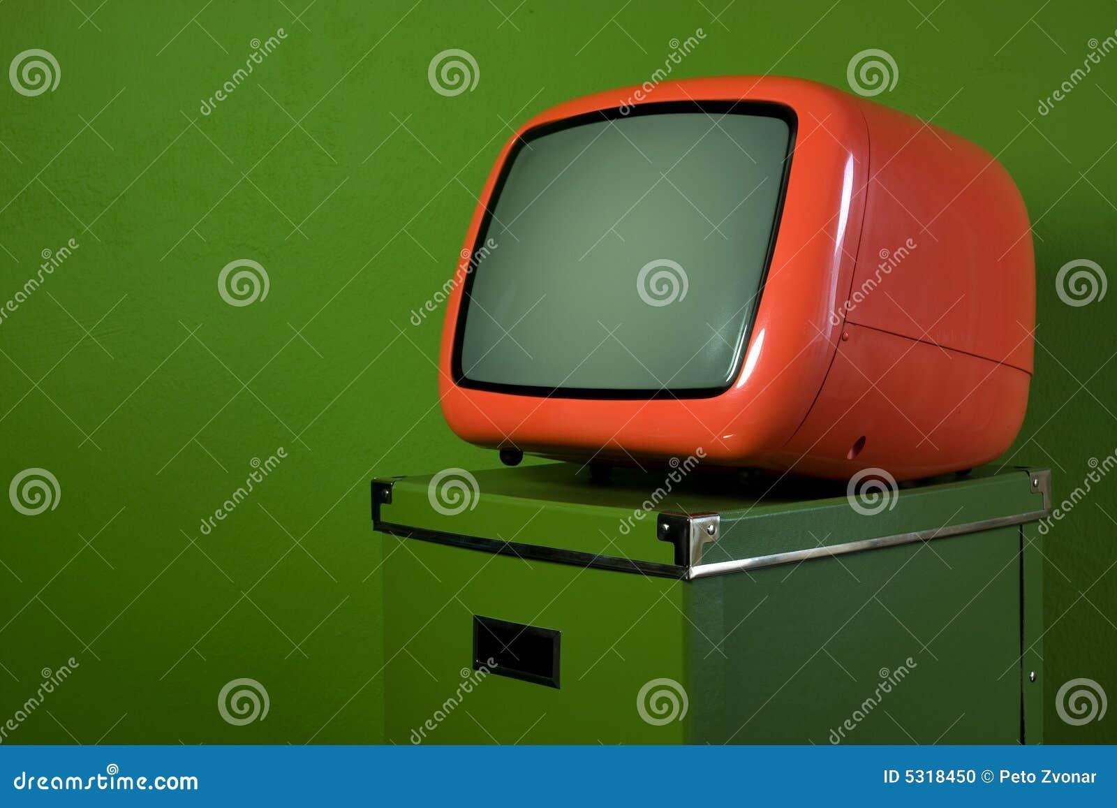 Stara pomarańczowa retro telewizja