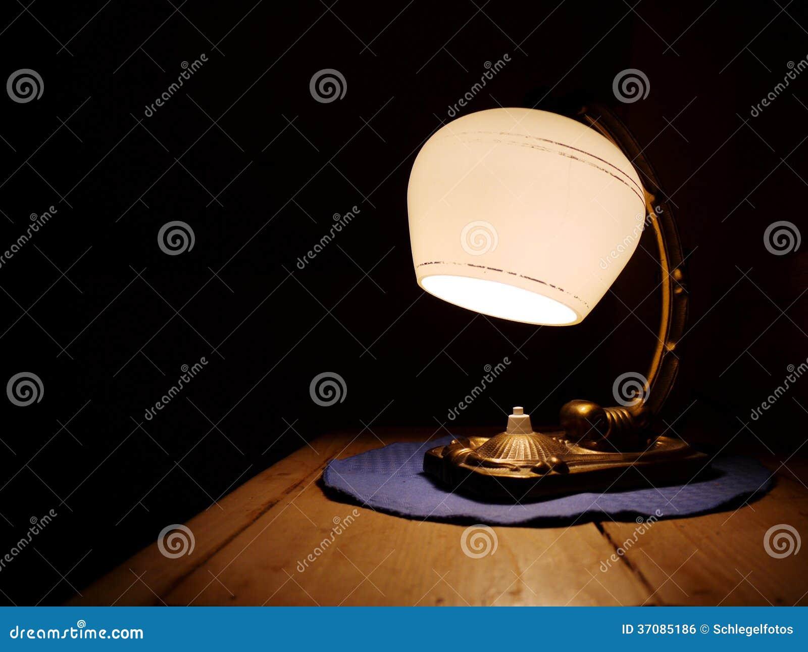 Download Stara retro rocznik lampa zdjęcie stock. Obraz złożonej z dekoracje - 37085186