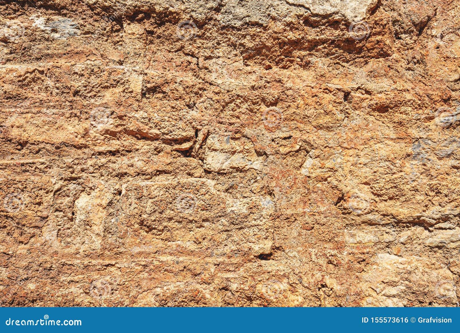 Stara uszkadzająca kamienna ściana