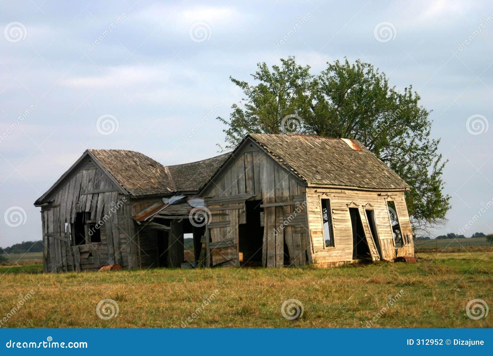 Stara wiejska opuszczonego domu